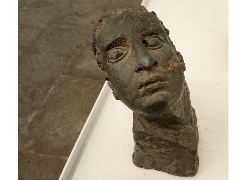 Juan Bordes - Cabeza masculina fundida en plomo, 16x10x11 cm. Pieza única. (2.350.- €)
