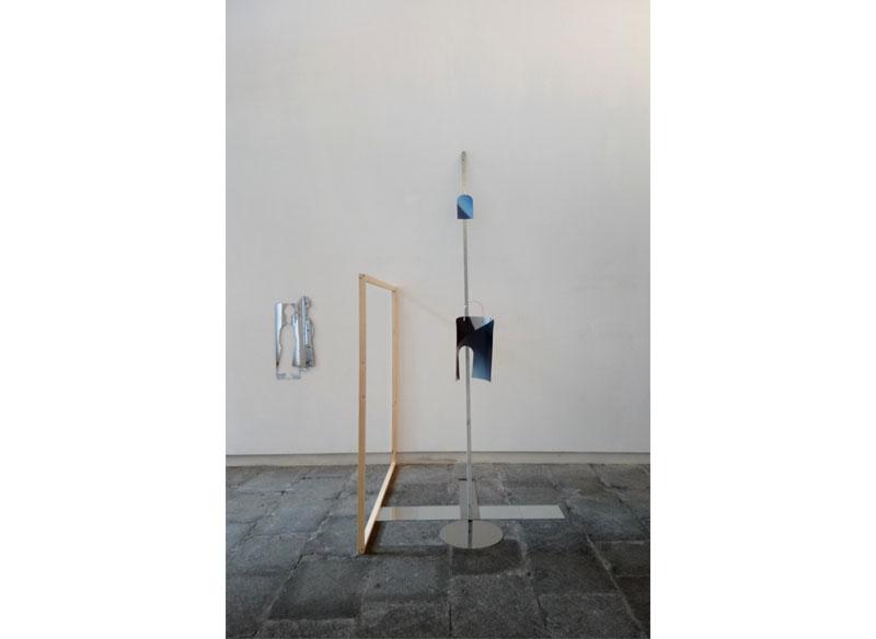 Título: - Lift to Heaven -. 2018 Técnica: fotografía, metacrilato, acero inoxidable y madera. Medidas: 265x250x150 cm. Precio: 3.500.- €